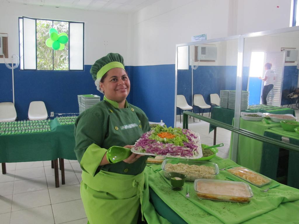 Papa Francisco convida brasileira para ensinar chefs do Vaticano a  #23416B 1024x768